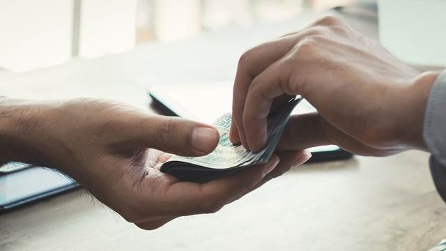 Tar i mot kontanter